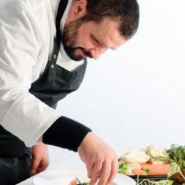 Szef kuchni, pasjonat gotowania.  Jego motto- jakość ponad wszystko.